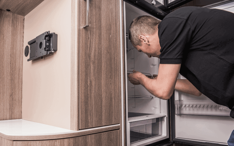 How to Keep Your Fridge Cool While On The Road Without Electricity